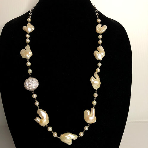 White Freshwater round and baroque Cultured pearl necklace
