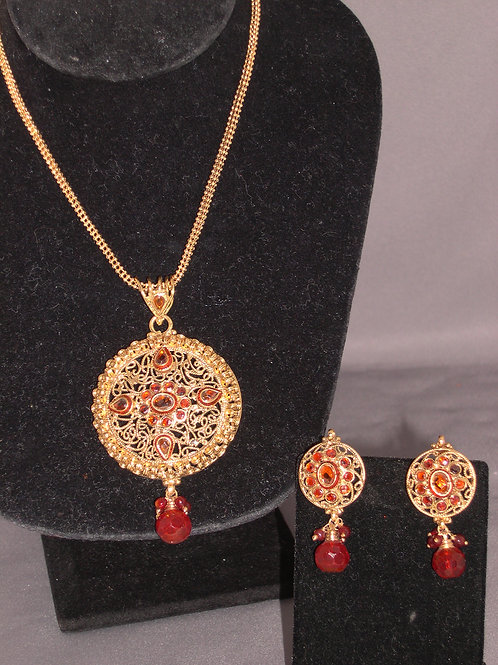 Gold necklace and earring set in Indian style.
