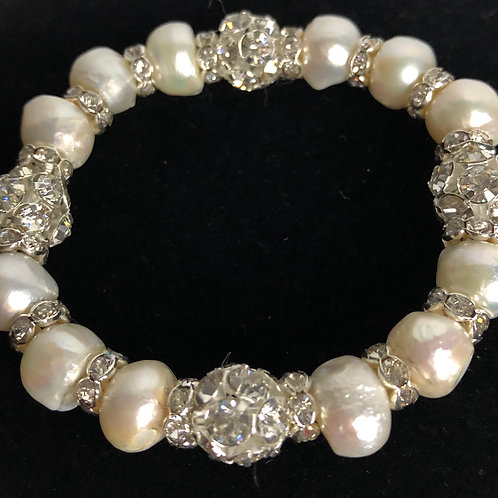 FWP Baroque pearl elastic bracelet with large balls of clear crystal