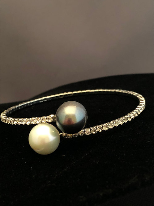 Silver clear Crystal bracelet in white/blackFreshwater pearls