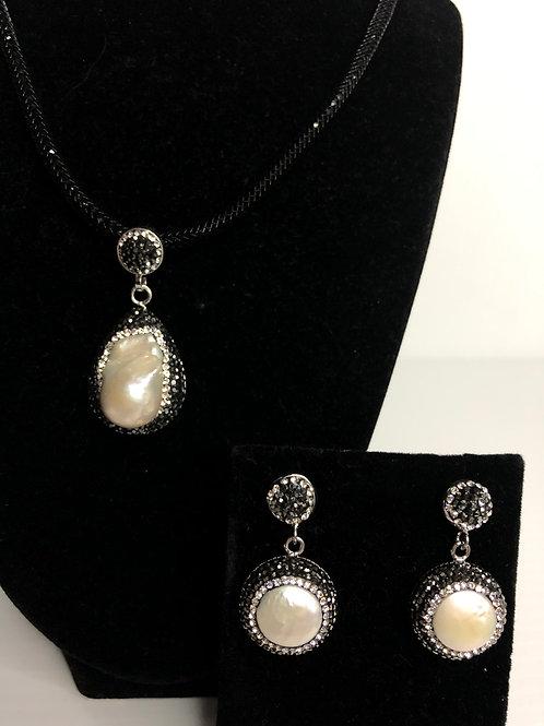 Large UNIQUE white Fwp pendant & Earrings
