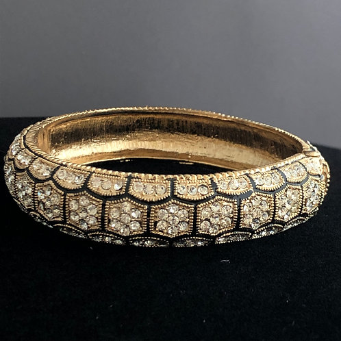 Thin hinged bracelet in checkerboard design
