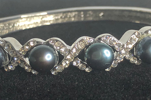 Freshwater pearl bracelet with cubic zircon stone