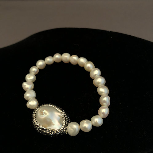 White Freshwater Cultured pearl  bracelet with two sided piece