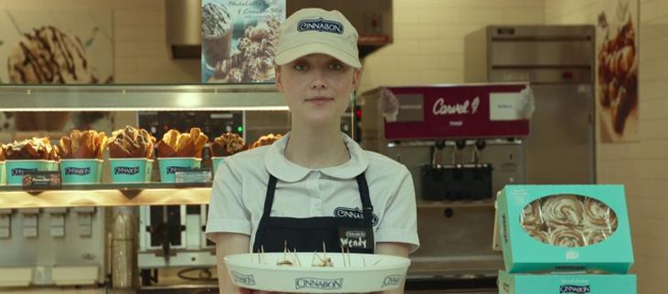 Wendy ( Dakota Fanning ) at Cinnabun