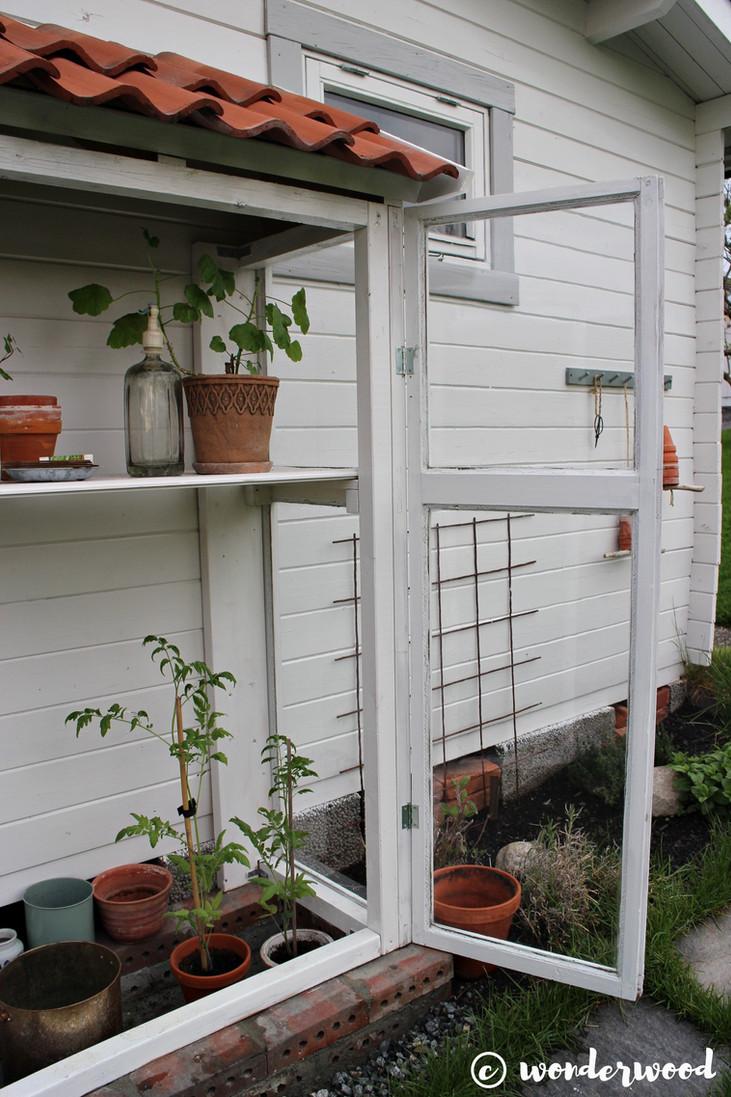 diy drivskap av gamle vinduer // diy mini greenery of old windows