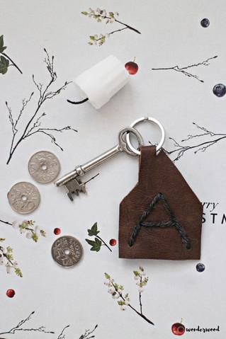 Tips til hjemmelagde julegaver 8: diy nøkkelanheng i skinn // Homemade Christmas gift ideas 8: diy l