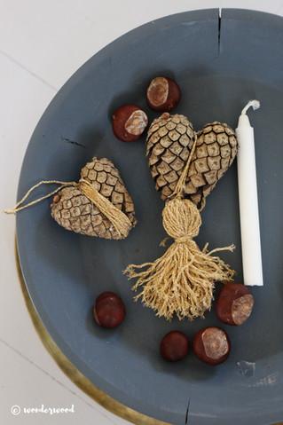 diy konglehjerter // diy pinecone hearts