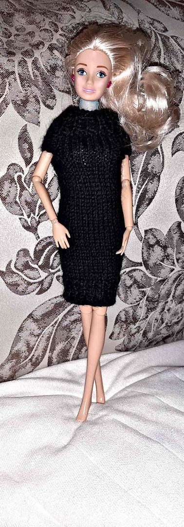 В платьеце черном