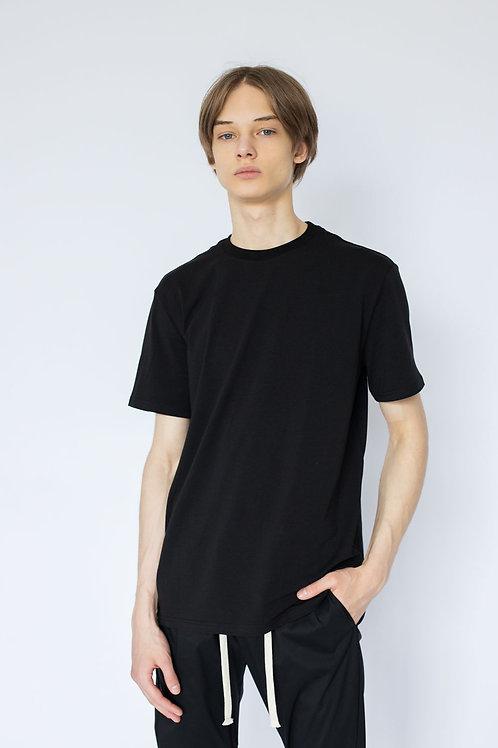 Чёрная базовая футболка