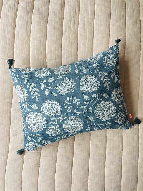 Bohemian pillow bue