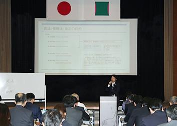 加藤弁護士の講演会の様子