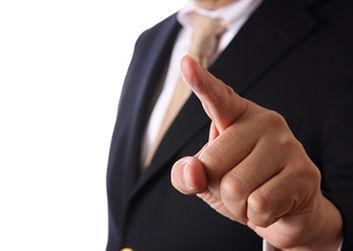 懲戒解雇を言い渡す経営者