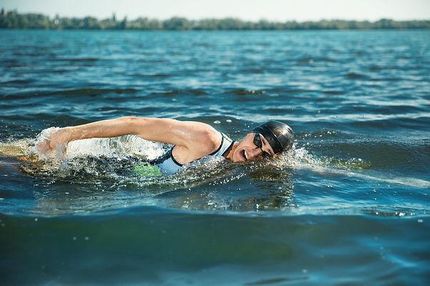 nadar-en-aguas-abiertas-1-scaled.jpg