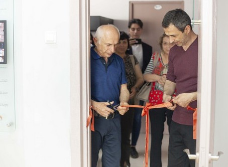 The Israeli showroom was opened by Israeli House, the University of Israel and Sarah Foundation