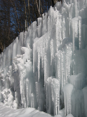 9-meter snow wall by road