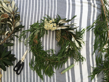 How to do a DIY Christmas wreath in less than 30mins.