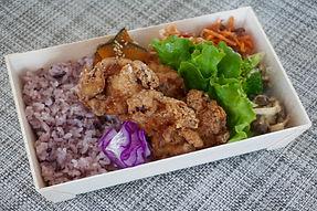 国産鶏もも肉の唐揚げオーガニック弁当.jpg