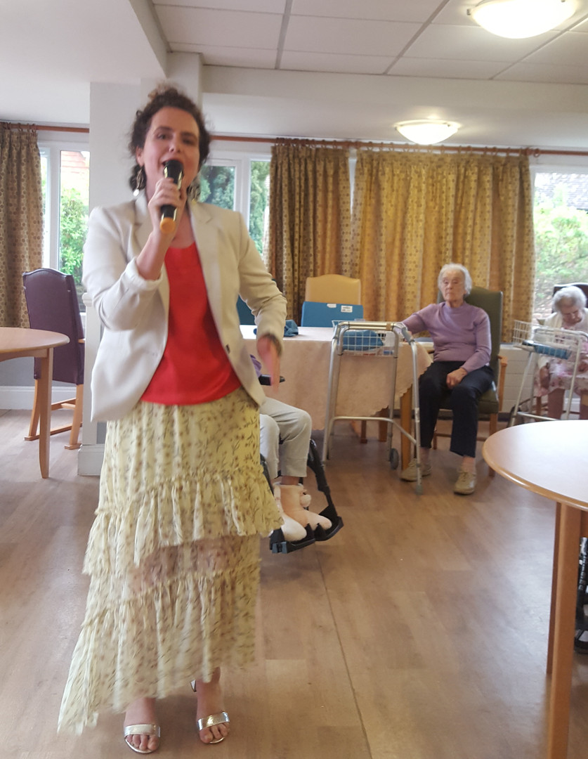Holly Lovelock Care Home Entertainer Sin