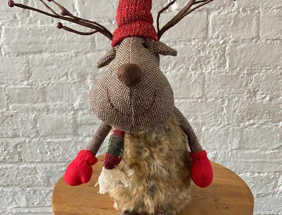 Large Christmas Reindeer - Sitting