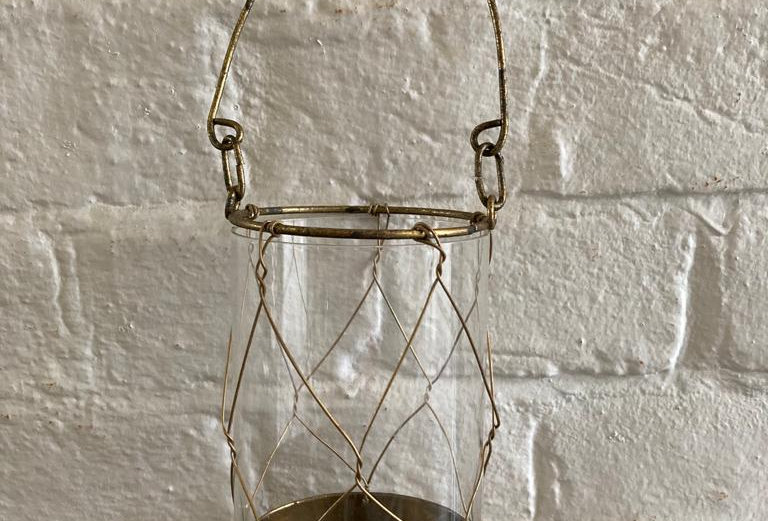 Wire votive candle holder