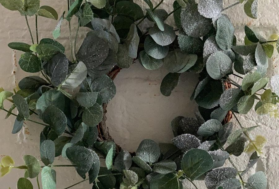 34cm Frosted Faux Wreath