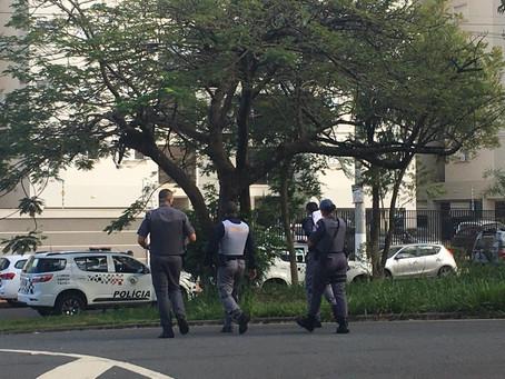 Homem não aceita fim de relacionamento, invade prédio e polícia é mobilizada em Santa Bárbara