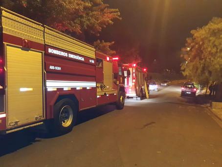 Corpo de Bombeiros de Americana consegue combater incêndio em madeireira no Jardim Bela Vista