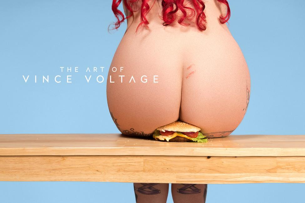 DIe Frau, die auf dem Burger sitzt (2017)