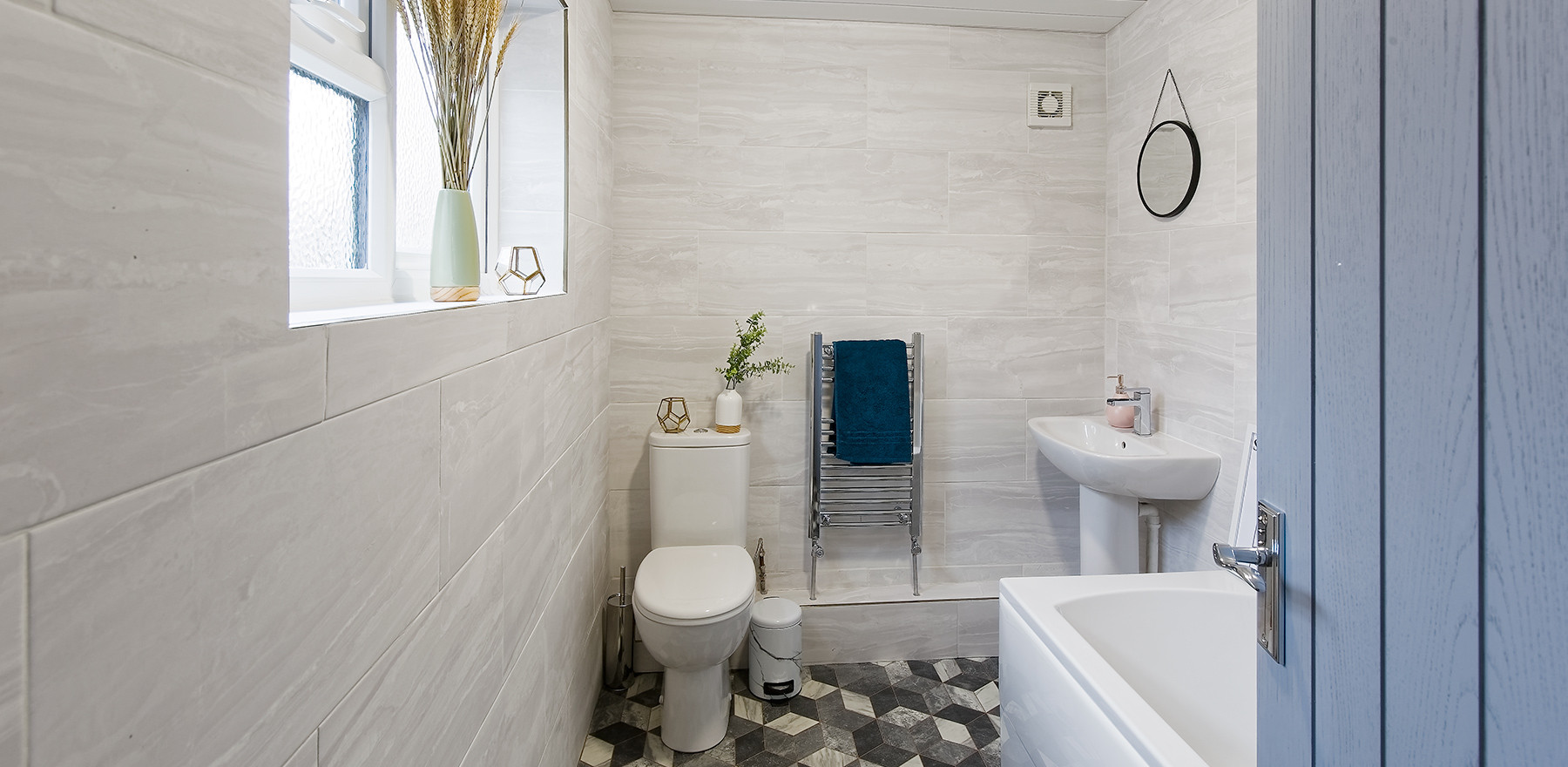 8 bathroom .jpg