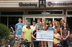 GBI 2013 Spendenscheck Gutenberg Gymnasi