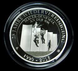Gedenkmünze_25_Jahre_Wiedervereinigung_mit_dem_Denkmal_von_KB_web_(4).JPG