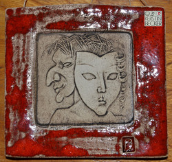 Maske, Keramikplakette KB web