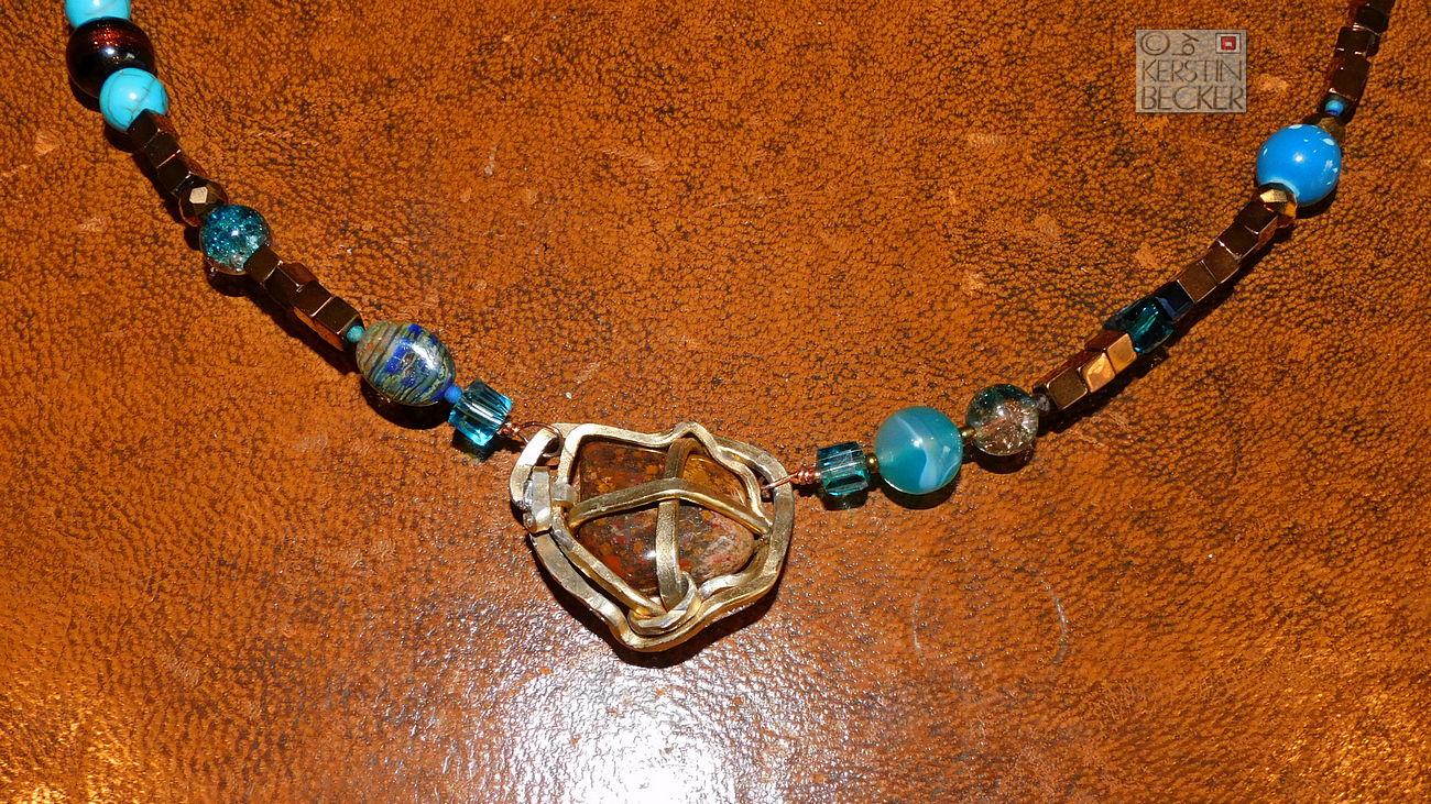 Hämatit- Collier bronze-blau (1) KB web.