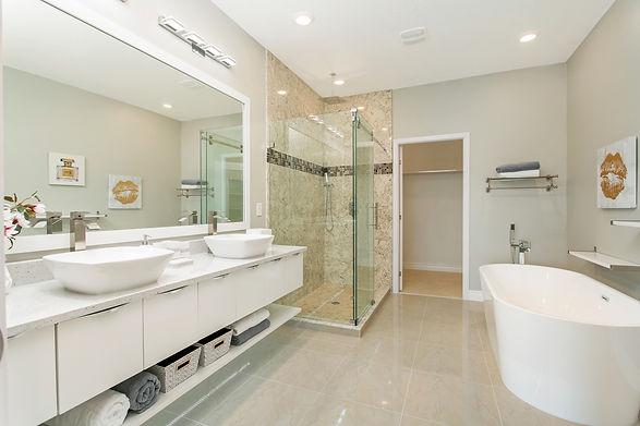 4 Bed - Master Bath.jpg