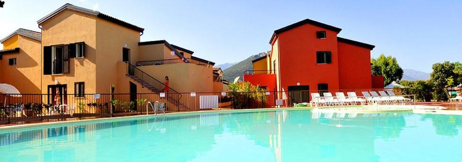 Vue de la résidence côté piscine