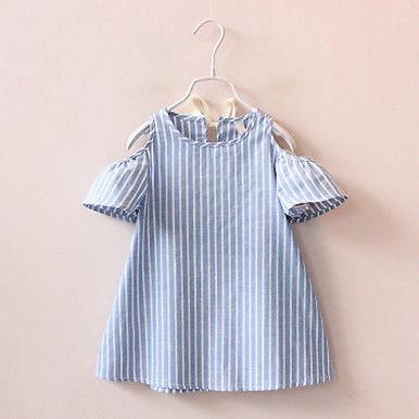 La robe bleue et blanche