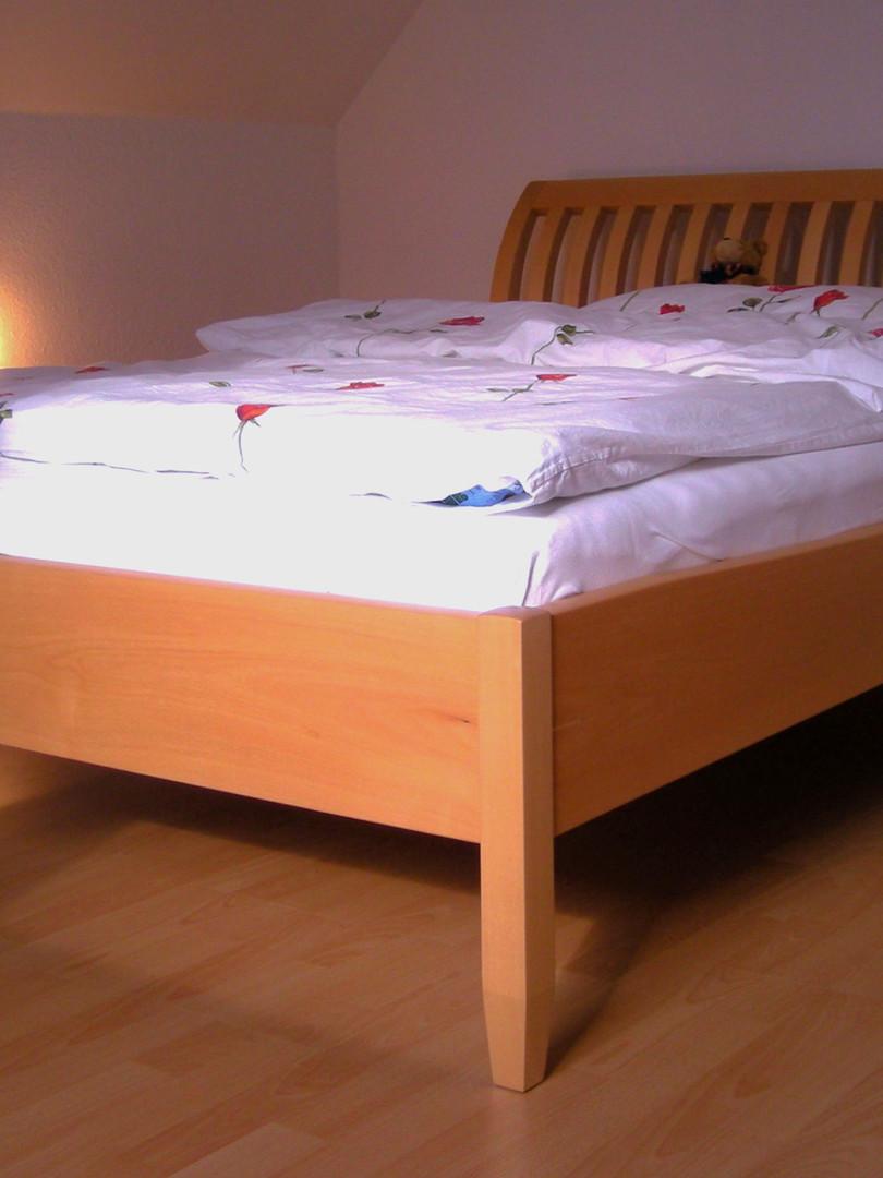 Bett aus Spitzahorn