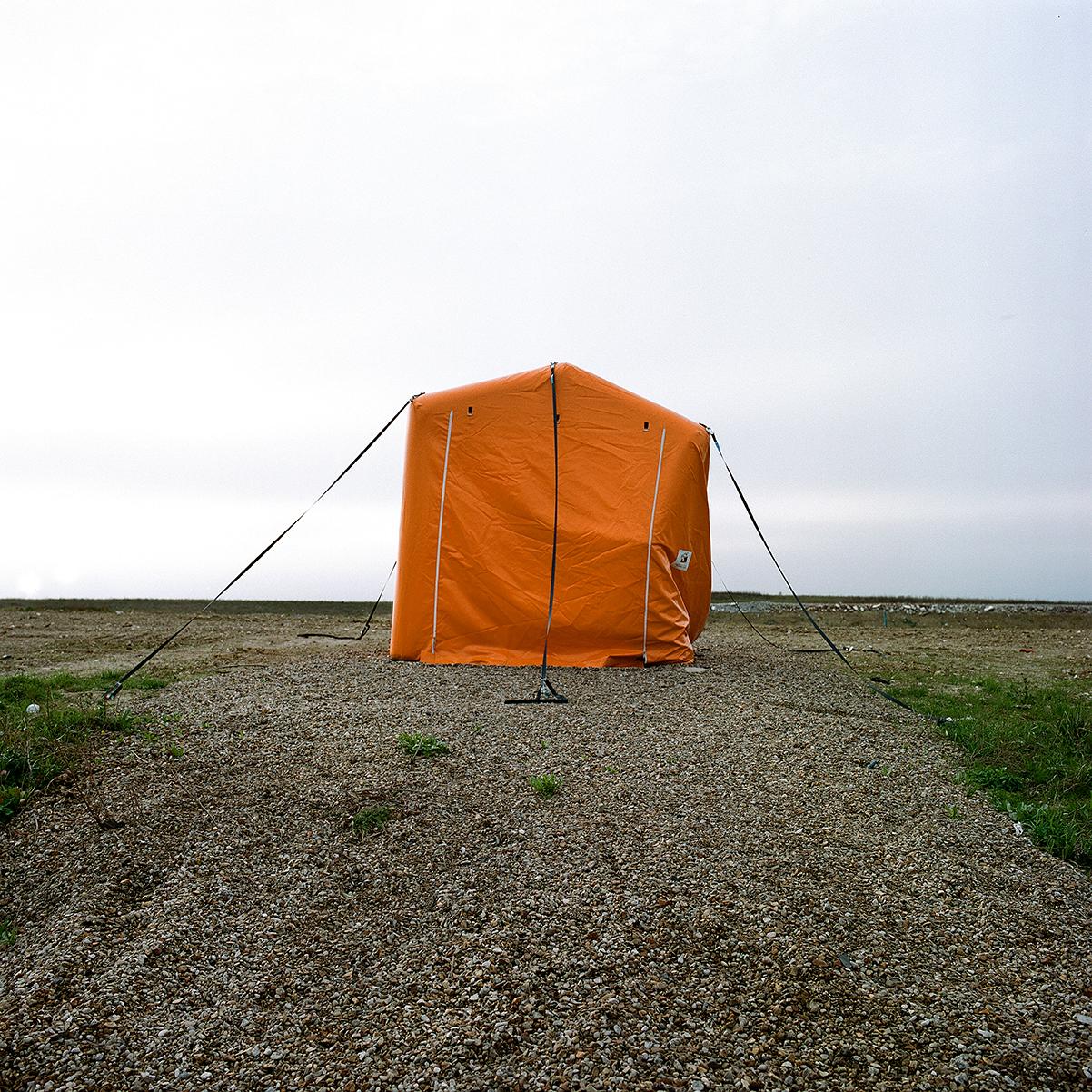 une tente orange