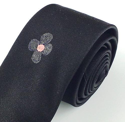 black - four daisy