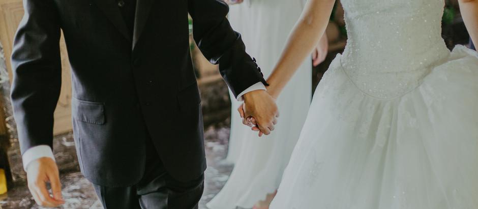 Pakkeja, pilkkaa ja aviopuolisoita – näin uskonto on vaikuttanut deittailuun