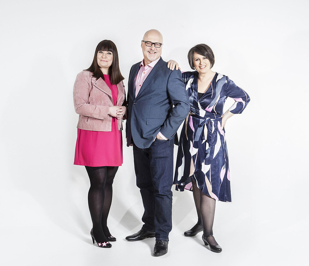 Ensitreffit alttarilla -ohjelman juontajat parisuhdekouluttaja Marianna Stolbow, psykologi Tony Dunderfelt ja seksuaali- ja logoterapeutti Elina Tanskanen.