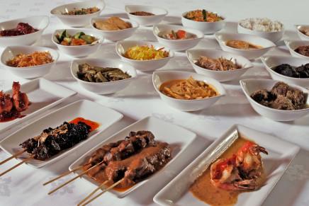 indonesische rijsttafel.jpg
