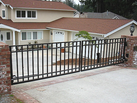 How Wide Should Your Driveway Gate Be?