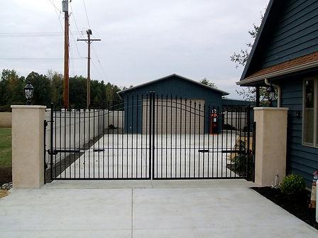 Arched-Iron-Estate-Gate1.jpg
