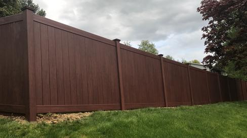 wood-grain-vinyl-fence-1024x575.png