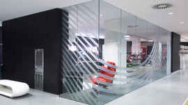 glass partition manifestation