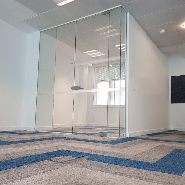 framelss glass door