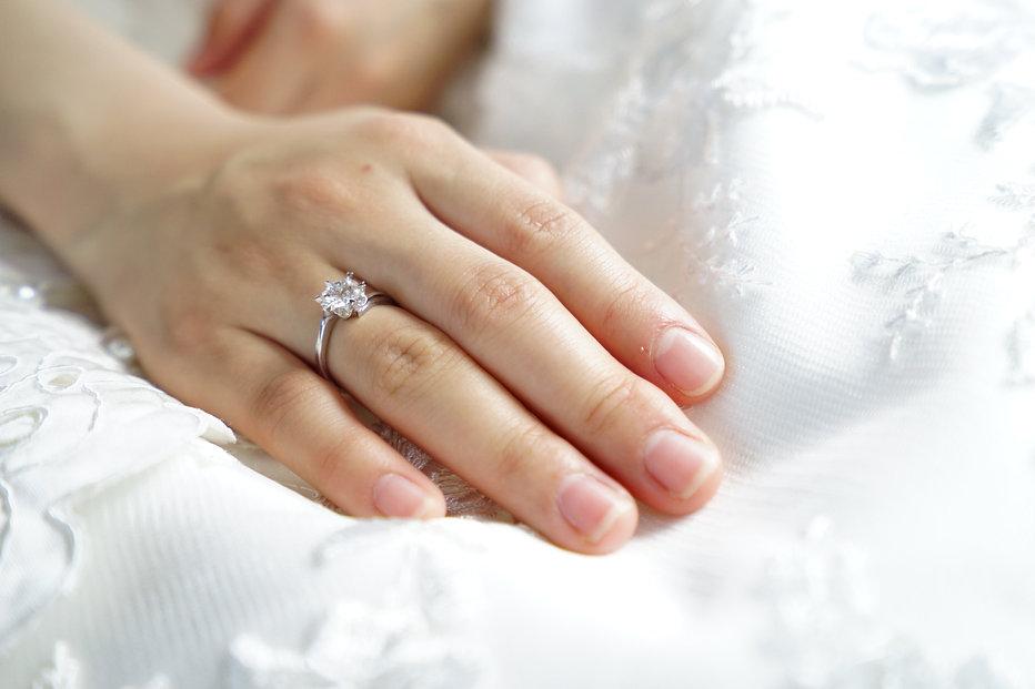 bride-clean-finger-265804.jpg