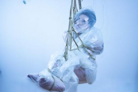 plastic bag rope suspension